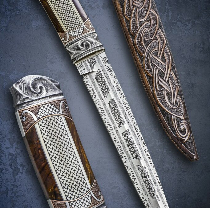 Large fixed blade